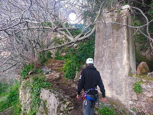 Molinos-en-ruina-ferrata-Tajo-de-Ronda