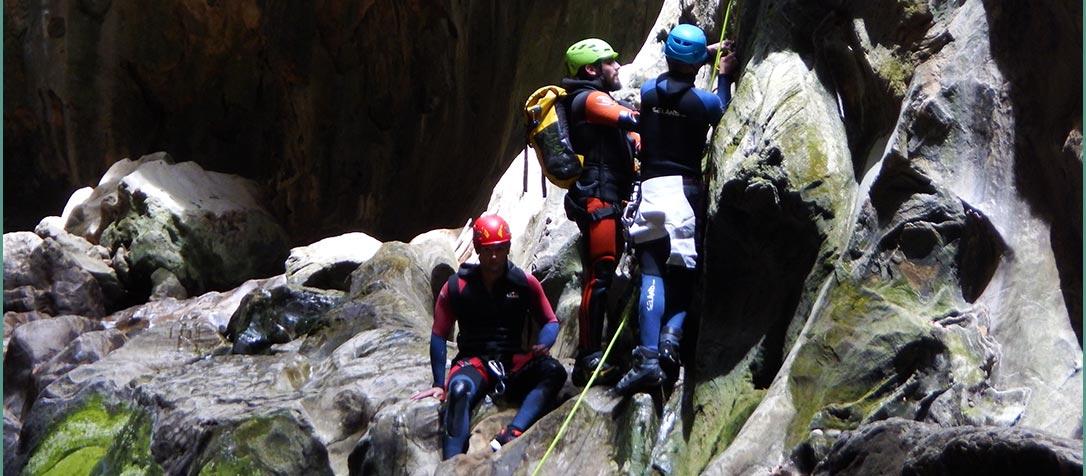 http://www.reservasierragrazalema.com/descenso-de-barrancos/